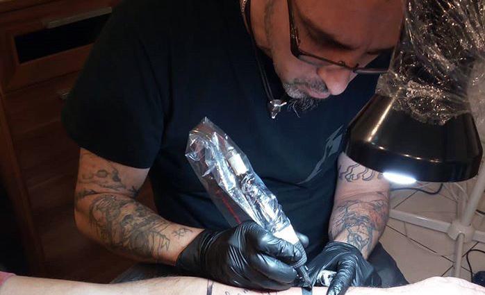 Tattoo Artist im Ravenheart Tattoo Studio Ludwigsburg